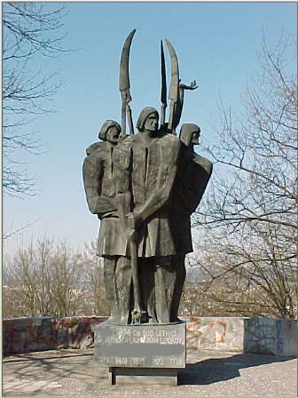 spomenik_kmeckimuporom01